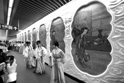 南京地铁上演越剧《红楼梦》设红楼梦艺术墙(图)
