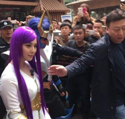 范冰冰一头紫发