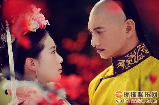 惊心》里面的若曦和四爷,一个强大霸道,一个温婉却有原则,在刘