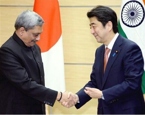 3月30日,日本首相安倍晋三会晤印度防长