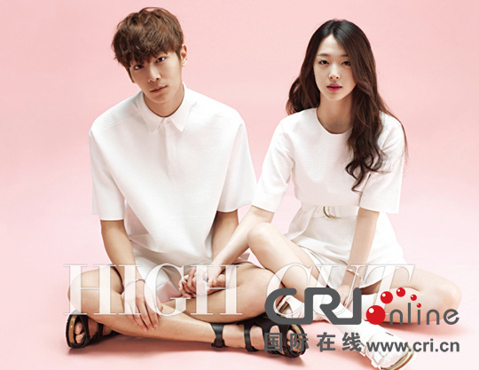 韩国女子组合f(x)成员崔雪莉携手男模拍摄的一组情侣主题写真日前