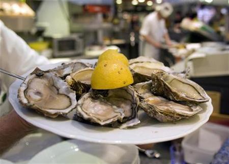 女子从一只牡蛎里吃出50颗珍珠餐厅经理惊呆