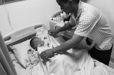 7个月大时母亲离他而去 男童如今患病盼妈归