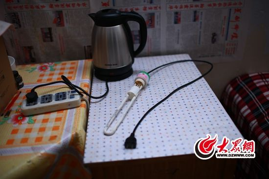 田阳使用的电热水壶和热得快。一个用来烧喝的水,一个用来烧洗漱用水。