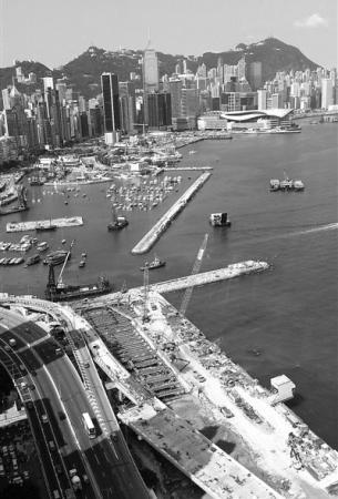 在法制的轨道上推进香港政改,香港的天空仍将是晴朗的。图为港岛一角。