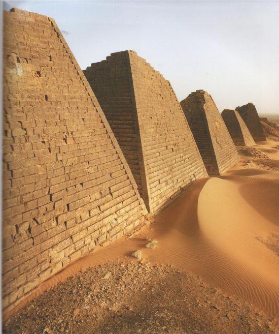 """神秘苏丹""""金字塔"""" 数量超埃及"""