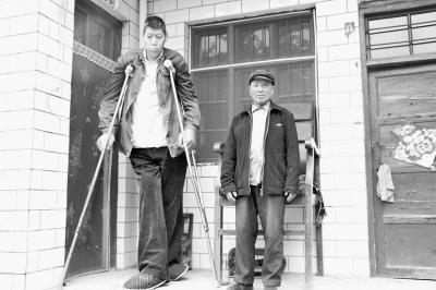"""""""亚洲第一巨人""""王峰军因病去世 比姚明高近30厘米"""