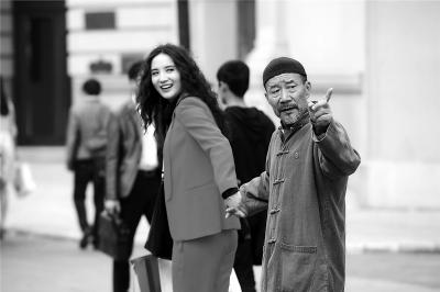 李雪健演阿尔茨海默症患者 精湛演技赢得观众赞叹