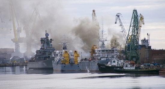 俄起火核潜艇火势已扑灭 淹没核潜艇以灭火