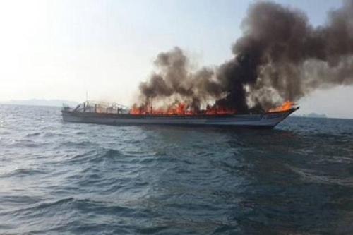 泰国一游轮起火沉没 媒体称有中国游客16人