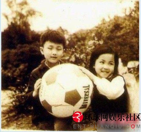 王菲怀孕谢霆锋赶工急回京 天后少女照文艺朴素