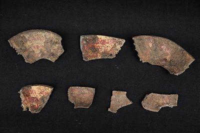 故宫南大库消防管道改造工地,考古发掘出土的嘎巴拉碗碎片。本版图片 故宫供图