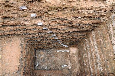故宫慈宁花园东考古发现的建筑夯土基础,这里被推断为故宫最早建筑。