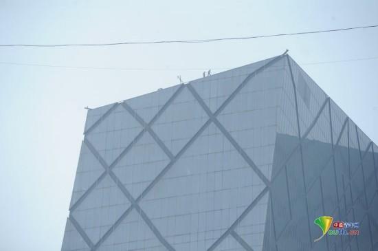 北京:央视大楼首次洗澡 花费50万耗时40天