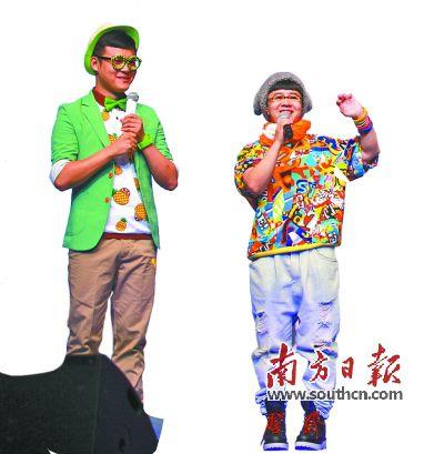 央视著名主持人刘纯燕(金龟子)、刘波(青蛙王子)在作推介。徐乐乐