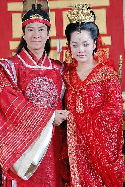 晓赵丽颖冯绍峰林依晨 古装新郎新娘造型PK 图