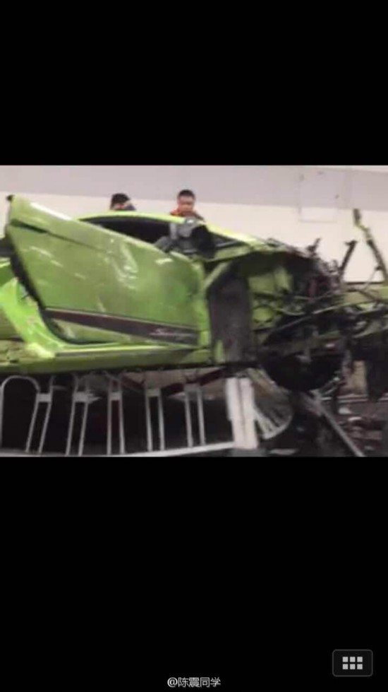 北京鸟巢附近法拉利撞毁兰博基尼惨烈车祸现图片高清图片