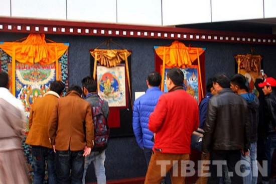 西藏群艺馆举办的西藏一级唐卡画师。摄影:罗布顿珠