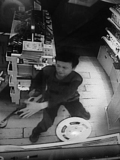 海口男子深夜进店抢劫 恐吓不成要求给200块