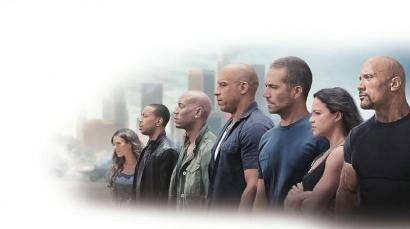 4月12日,《速度与激情7》上映首日,占据了超6成的排片,首映零点场4600万元的票房成绩,已超过《变形金刚4》的零点场2102万元的票房纪录。截至4月12日上午11点,该片已获得2.23亿元票房。