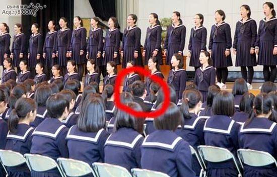 日本百年女校招收首位男学生 全校学姐热烈欢