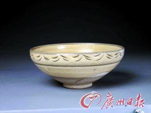 元耀州窑青黄釉刻花碗