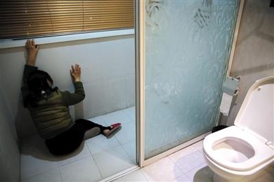 2015年3月7日,广州,刘霆生殖系统改造术完成当天,陆永敏突然情绪失控哭倒在厕所里。