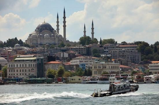 土耳其首都 �C 伊斯坦布尔 �C 善于探索的学生和爱侣们的理想去处,那里是一个动静结合,充满生机和城市朝气的城市,但同时又不乏静谧与祥和。