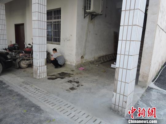 男子苦蹲墙角数天被当贼民警调查原来只为蹭WIFI
