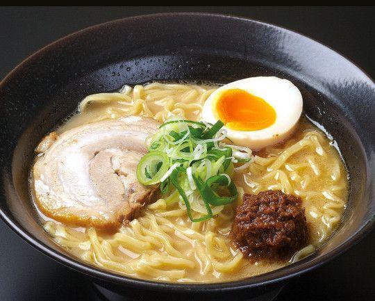 日媒:日本人经常吃拉面吃拉面时爱搭配煎饺