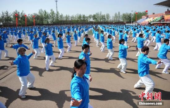 河北3500人同时展示中国气功【2】