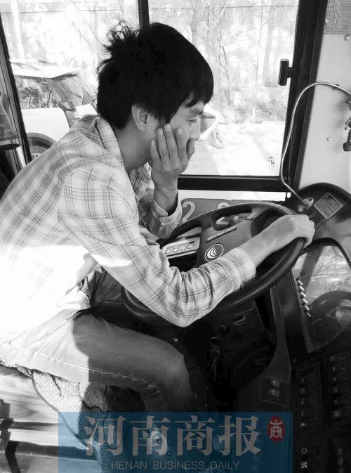 郑州一公交司机劝阻不良乘车行为 招女乘客5个耳光