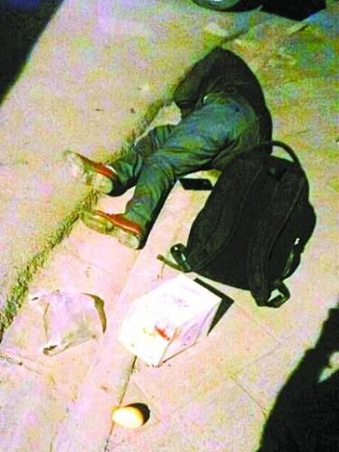 女孩路遇醉汉倒地不醒先拍照取证再伸援手(图)
