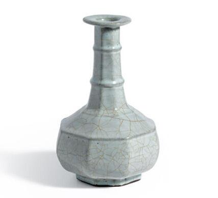 南宋官窑青釉八方弦纹盘口瓶(图片来源于网络)