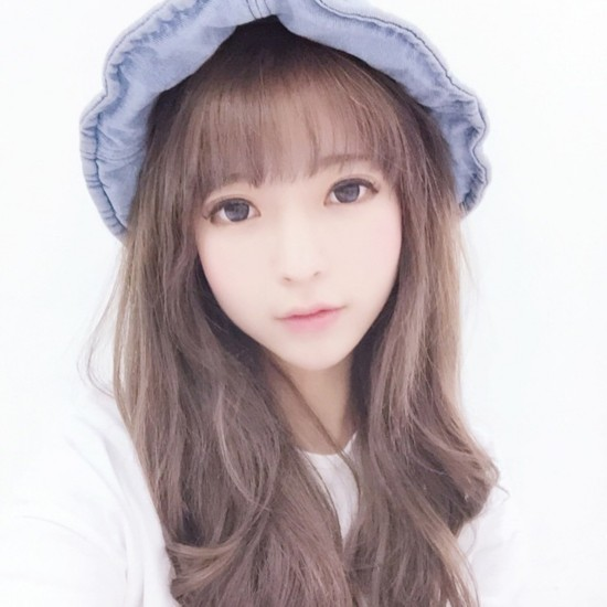 韩国二次元娇娃yurisa微博粉丝破50万 五官精致