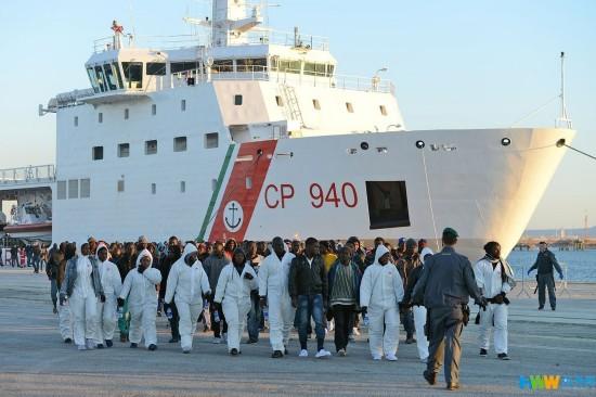 15名非洲警方遭意移民逮捕考研将船上基督徒视频朱伟涉嫌图片