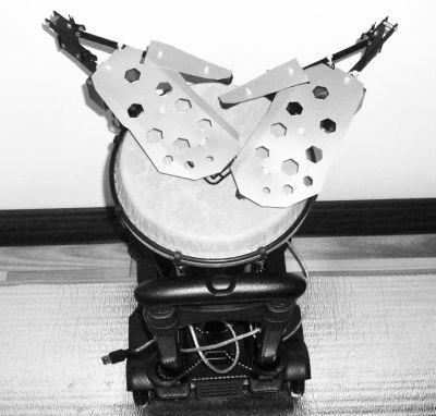 海南音乐人历时多年自制机器人鼓手