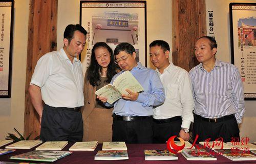福建省委常委、宣扬部长李书磊加入念书日浏览推行流动