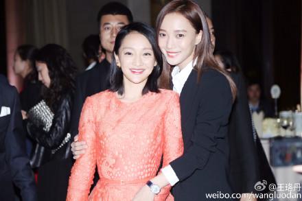 王珞丹晒与周迅合影被指有心机:想说你比她高?