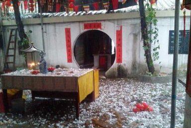 广东揭阳下起雷暴雨和冰雹 福广寺被砸惨烈(图)