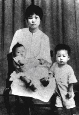 """但毛泽建始终坚贞不屈.她在狱中写下了""""誓死为党"""",""""毛泽东是大有"""