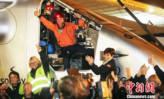 世界最大太阳能飞机飞抵南京17个半小时飞1244公里