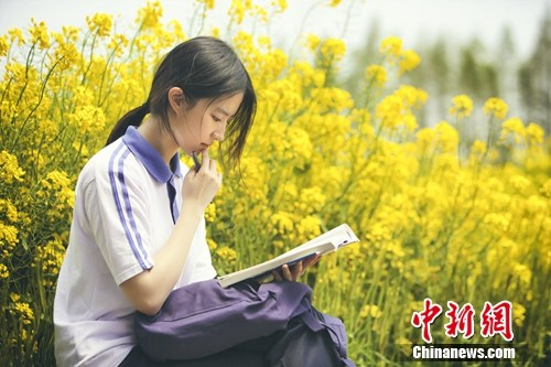 《致青春2》开机吴亦凡刘亦菲穿校服重返18岁