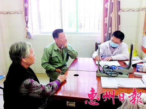 村民在惠城区横沥镇中心卫生院就诊。 本报记者张 斐 通讯员张国锋 摄