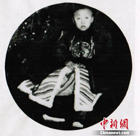 溥仪称帝后曾找替僧每天拜神秘木头杆子(图)