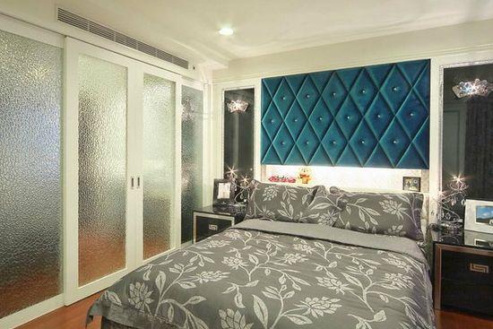 卧室客厅隔断装修效果图4     主卧床头-挑选鲜明跳色下的菱纹