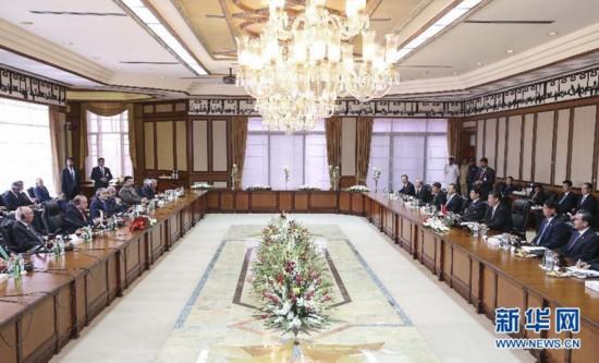4月20日,国家主席习近平在伊斯兰堡同巴基斯坦总理谢里夫举行会谈。 新华社记者姚大伟摄