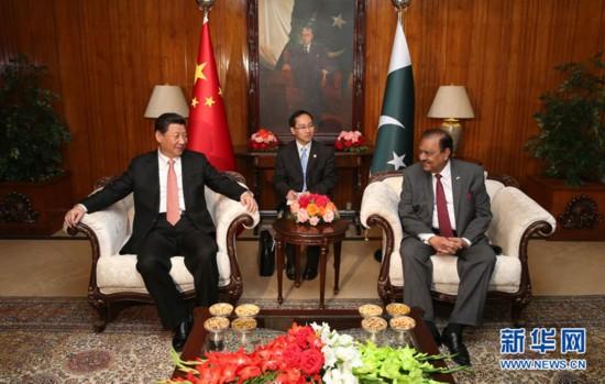 4月21日,国家主席习近平在伊斯兰堡会见巴基斯坦总统侯赛因。新华社记者 庞兴雷 摄