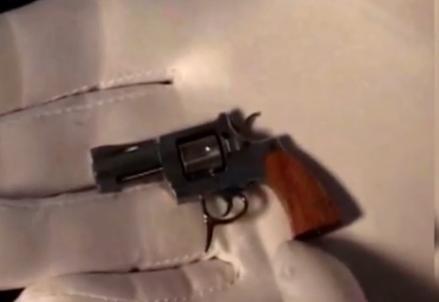 世界最小手枪比火柴棍还短 子弹直径仅2毫米