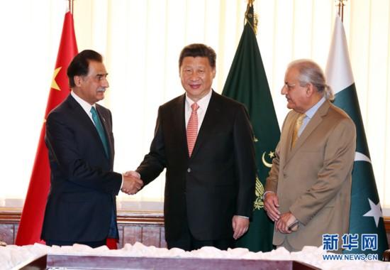 4月21日,国家主席习近平在伊斯兰堡会见巴基斯坦参议院主席拉巴尼和国民议会议长萨迪克。 新华社记者 姚大伟 摄